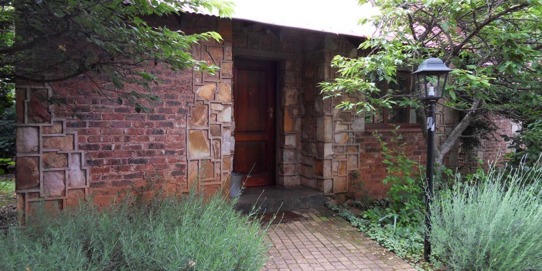 http://critchley.hotelian.co.za/wp-content/uploads/2016/05/Hotelian_Critchley_Hackle_Garden_Cottage_01-1080x540.jpg